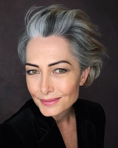Como encontrar o shampoo roxo perfeito para os seus cabelos grisalhos