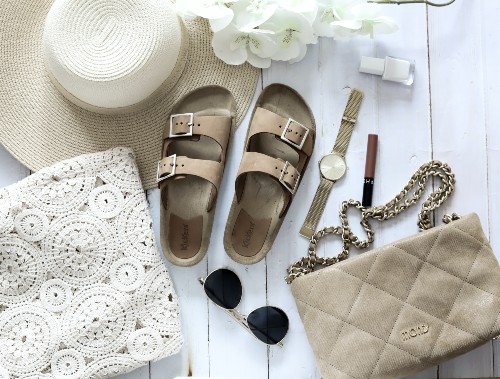 As sandálias confortáveis estão em alta em todos os momentos do dia