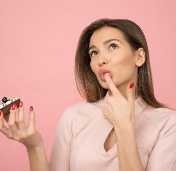 Sabe aquela vontade enorme de comer doce? Resista. Veja o por quê.