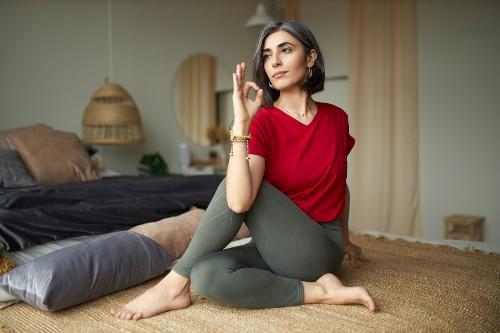 Ioga para mulheres: como a Yoga Terapia Hormonal ajuda na menopausa